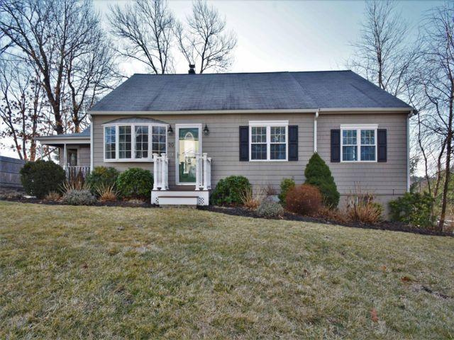 3 BR,  3.00 BTH Cape style home in Burlington
