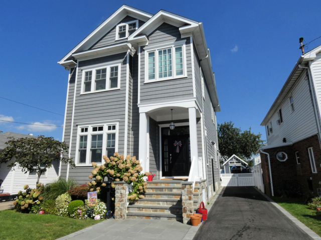 4 BR,  3.50 BTH  style home in Neponsit