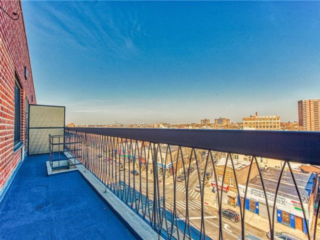 1 BR,  1.00 BTH Condominium style home in Bath Beach