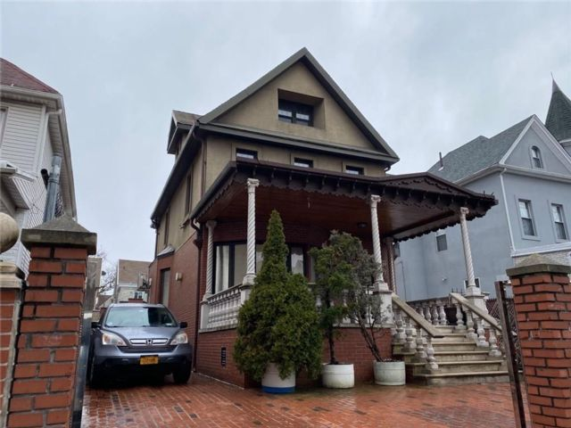 4 BR,  4.00 BTH  Single family style home in Bay Ridge