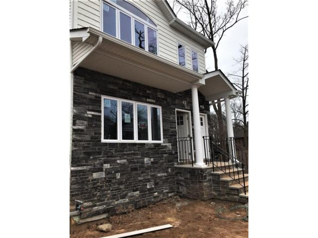 6 BR,  0.00 BTH Multi-family style home in Great Kill