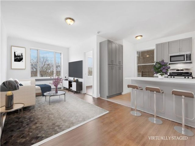 3 BR,  2.00 BTH  Co-op style home in Bay Ridge