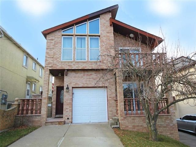 6 BR,  4.00 BTH Multi-family style home in Emerson Hill