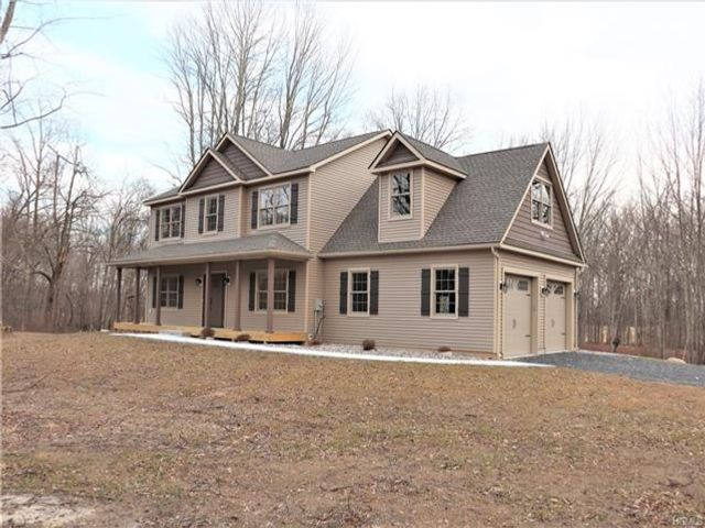4 BR,  2.50 BTH Arts&crafts style home in Pine Bush