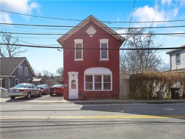 1 BR,  2.00 BTH Colonial style home in Stony Point