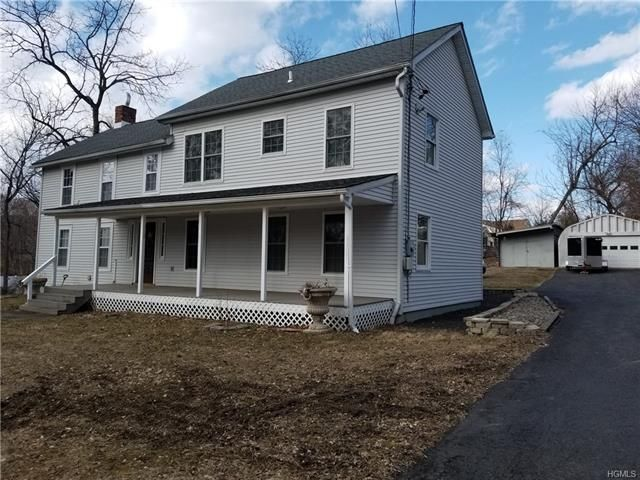 3 BR,  2.00 BTH  Colonial style home in Newburgh Town