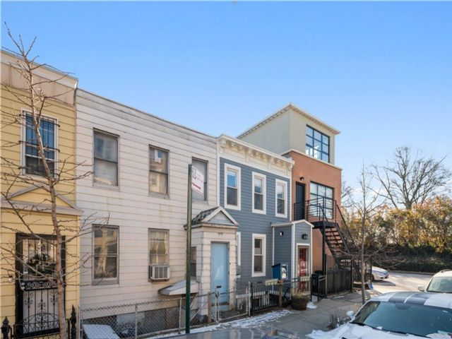 2 BR,  2.00 BTH  Single family style home in Park Slope
