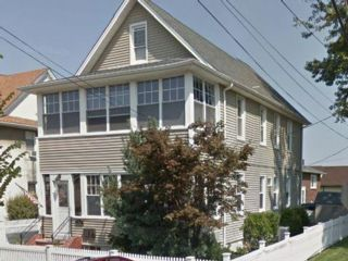 5 BR,  3.50 BTH 2 story style home in Clifton