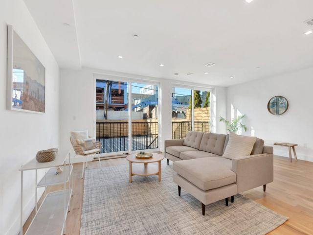 2 BR,  3.00 BTH Condo style home in Long Island City
