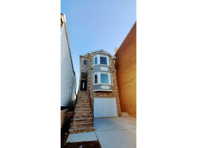 3 BR,  3.00 BTH Apartment style home in Harrison