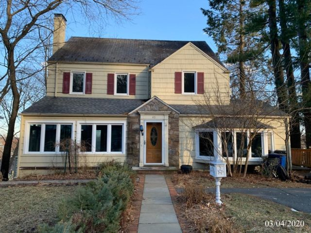3 BR,  2.55 BTH  Colonial style home in Greystone Park