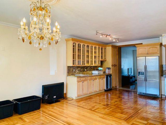 4 BR,  3.50 BTH  style home in Bensonhurst
