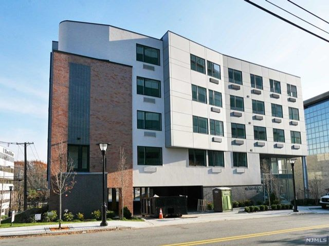 2 BR,  1.00 BTH  Apartment style home in Fort Lee
