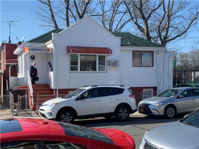 4 BR,  3.00 BTH  Multi-family style home in Brighton Beach