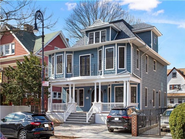 6 BR,  6.00 BTH  Single family style home in Windsor Terrace