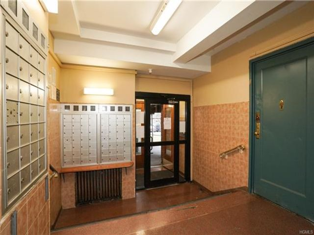 1 BR,  1.00 BTH Other/see remar style home in Parkchester