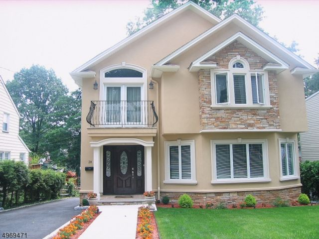 4 BR,  3.50 BTH  Colonial style home in Nutley