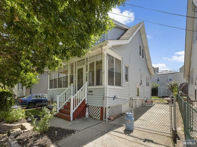 3 BR,  1.00 BTH Colonial style home in Clifton