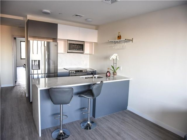 3 BR,  2.00 BTH  Condominium style home in Manhattan Beach