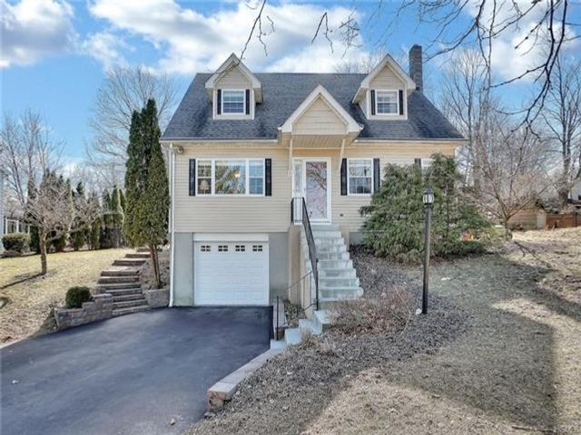 3 BR,  2.00 BTH Capecod style home in Cornwall