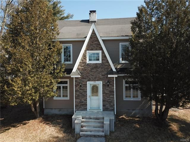 4 BR,  2.00 BTH Colonial style home in Bethel