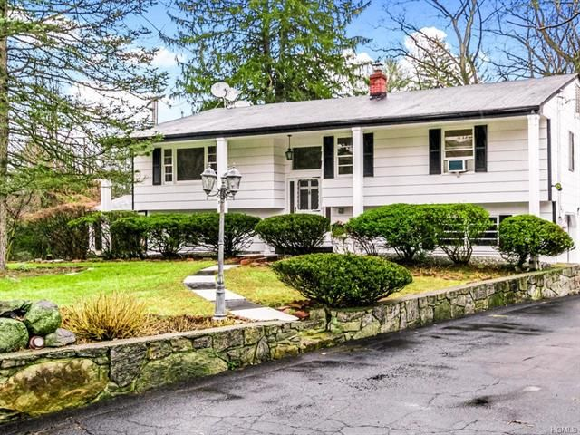 4 BR,  3.00 BTH  Raised ranch style home in Greenburgh