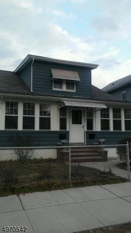 1 BR,  1.00 BTH House style home in Belleville