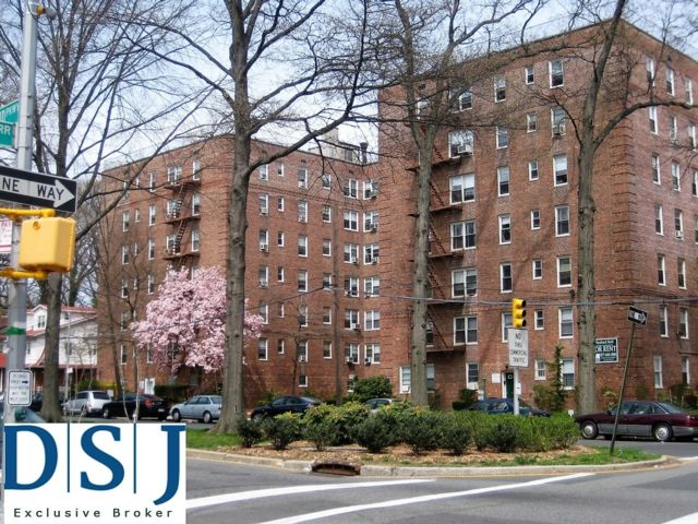 Commercial Property in Jamaica Hills