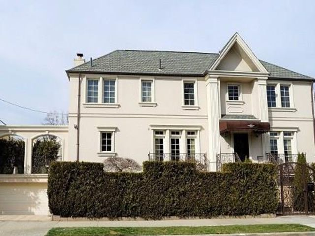 4 BR,  5.00 BTH Single family style home in Manhattan Beach