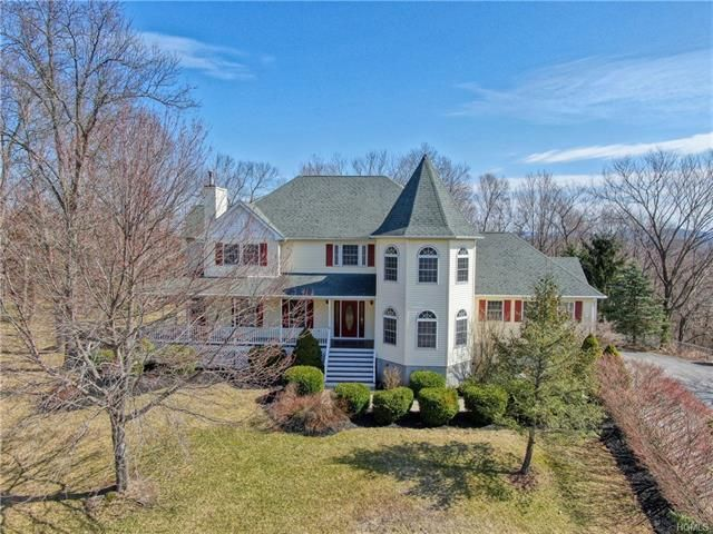 5 BR,  4.00 BTH  Colonial style home in New Windsor