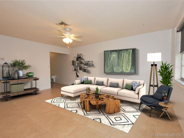 3 BR,  2.00 BTH Apartment style home in Davie