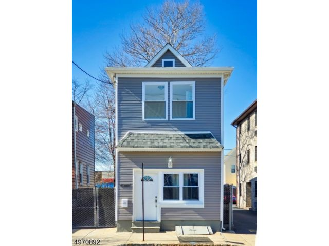 3 BR,  2.00 BTH Custom home style home in Belleville