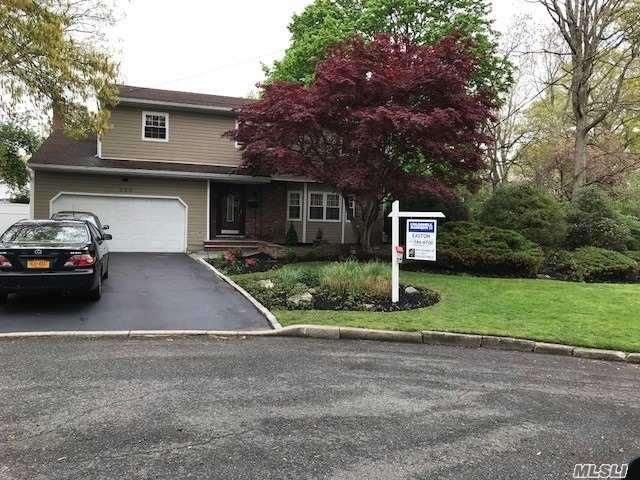 5 BR,  3.50 BTH Colonial style home in Deer Park