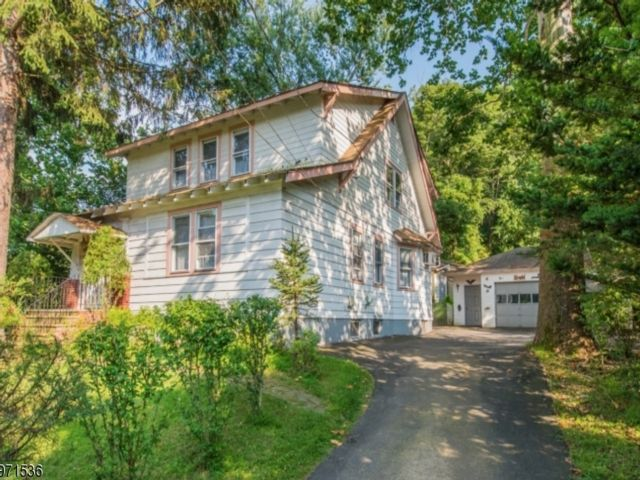 4 BR,  3.00 BTH Colonial style home in North Caldwell