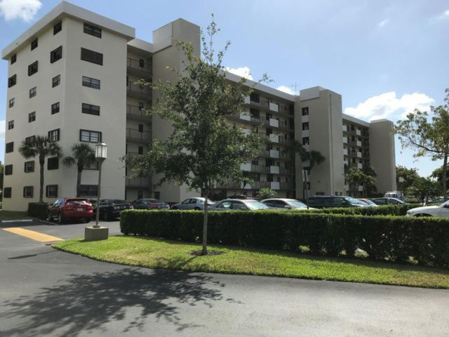 3 BR,  2.00 BTH Apartment style home in Deerfield Beach