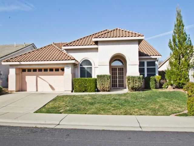 3 BR,  2.00 BTH Contemporary style home in Roseville