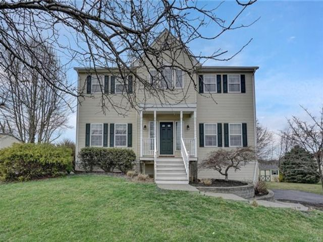 4 BR,  2.50 BTH Colonial style home in Wappingers Falls