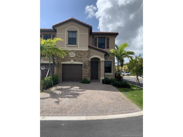 4 BR,  2.50 BTH Townhouse style home in Davie