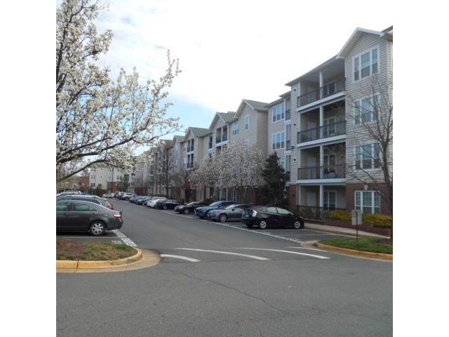 3 BR,  2.00 BTH Condo style home in Mclean