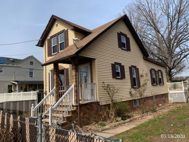 2 BR,  1.00 BTH  Colonial style home in Carteret
