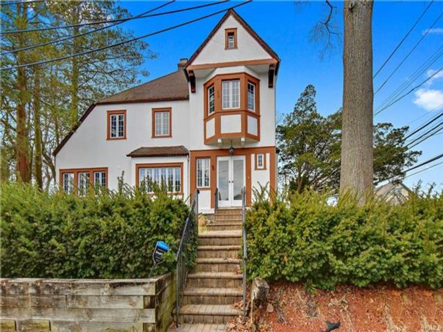 4 BR,  2.50 BTH Two story style home in New Rochelle