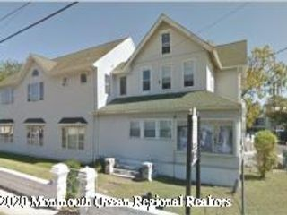 3 BR,  1.00 BTH Upper level style home in Wall