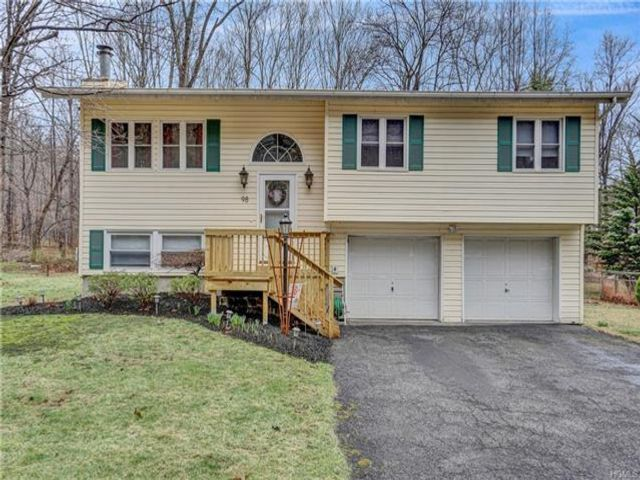 3 BR,  1.50 BTH Bilevel style home in Cornwall On Hudson