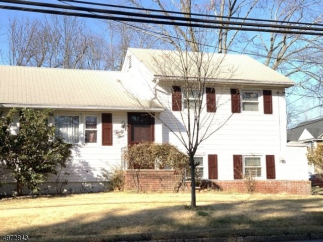 3 BR,  1.00 BTH House style home in Roseland