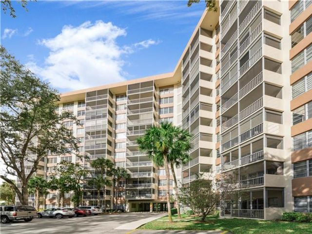 1 BR,  1.50 BTH  Condo style home in Coral Springs