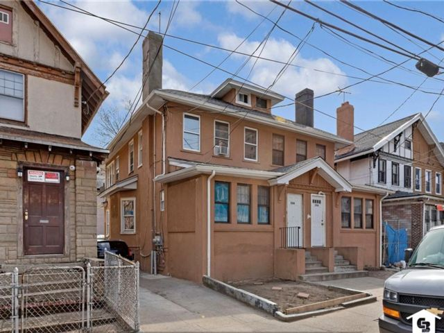 4 BR,  2.00 BTH  Multi-family style home in Coney Island