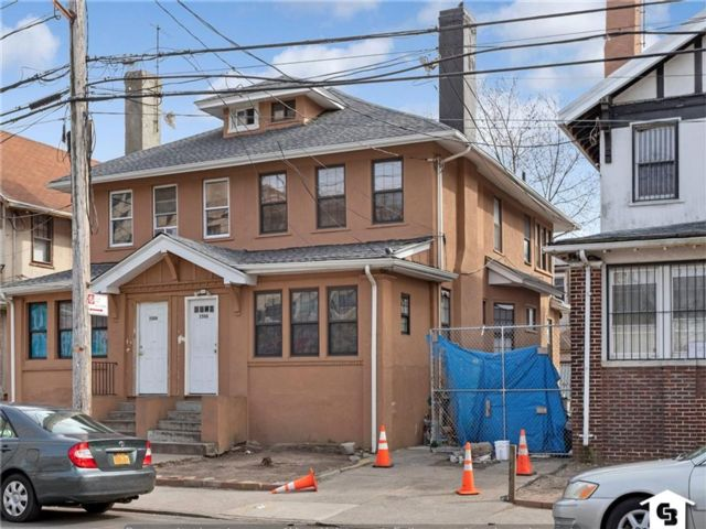 3 BR,  2.00 BTH  Multi-family style home in Coney Island