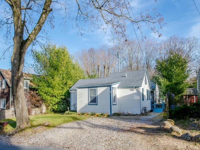 4 BR,  3.00 BTH  Cottage style home in Sag Harbor