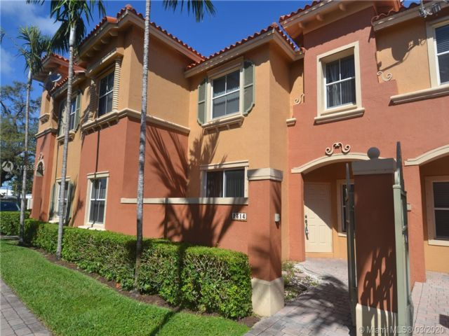 3 BR,  2.50 BTH Townhouse style home in Dania