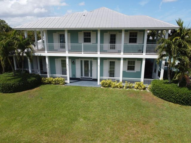 4 BR,  4.00 BTH 2 story style home in Palm City